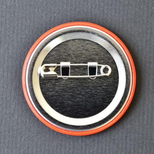 缶バッチ(5009号)ウラ.jpg