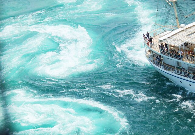 淡路島旬のびわ狩りと年に数回の大渦 スーパーうずしおクルーズ 2日間